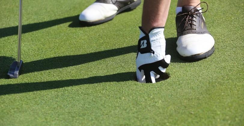 Les chaussures de golf pour garder les pieds sur terre !