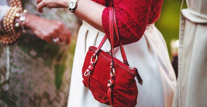 Sac seau, sac bandoulière ou sac à frange : comment choisir ?