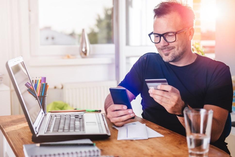Pourquoi choisir une banque en ligne quand on est interdit bancaire ?