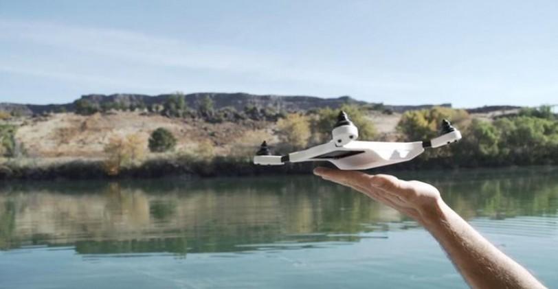Des selfies depuis les airs avec une coque-drone