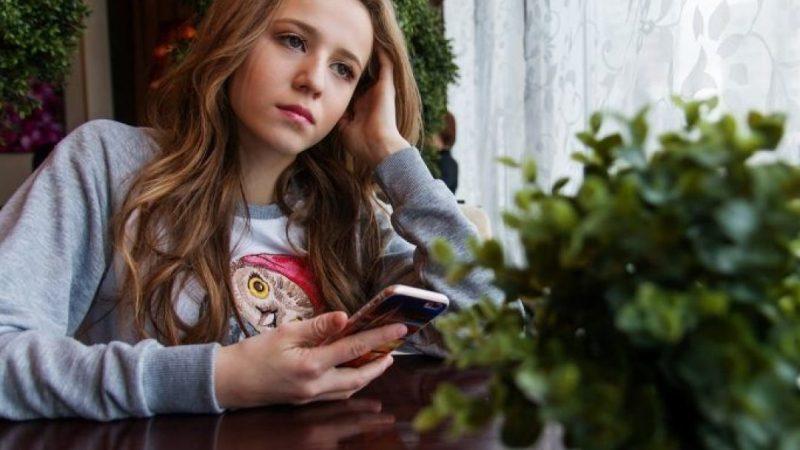 Une fille qui s'ennuie