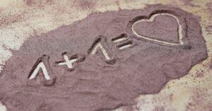 Un dessin écrit sur du sable
