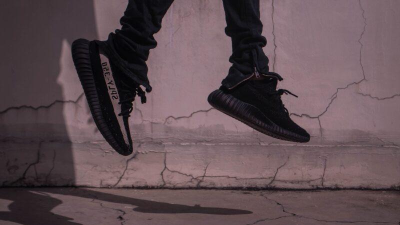 Chaussures Adidas Yeezy Boost V2 Noir Et Blanc